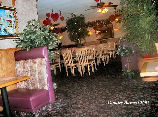 Country Harvest Restaurant: Interior if Restaurant