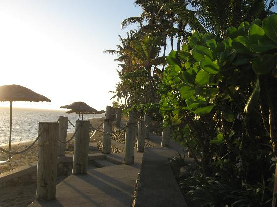 Outrigger Fiji Beach Resort: Sunset at the beach