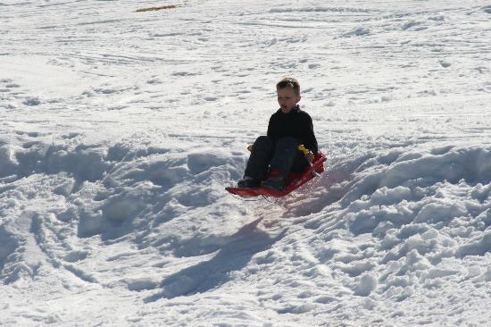 Chalet Chambertin: Air born sledging!
