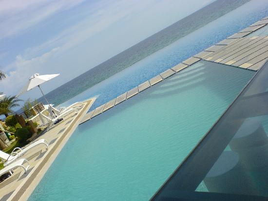 เอคัวทิโค บีช รีสอร์ท & โฮเต็ล: pool and beach