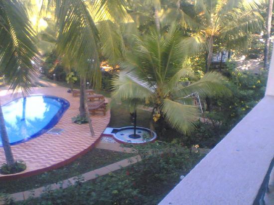Dona Julia: Swimming Pool2