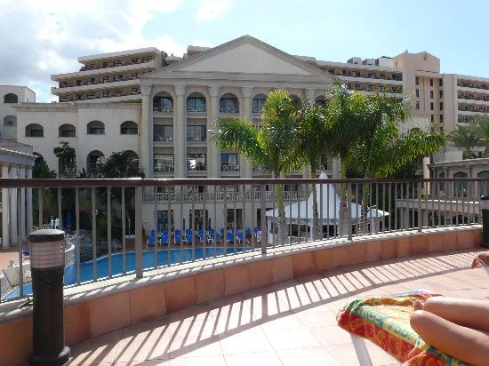 Bahia Princess: hotel sunbathing area