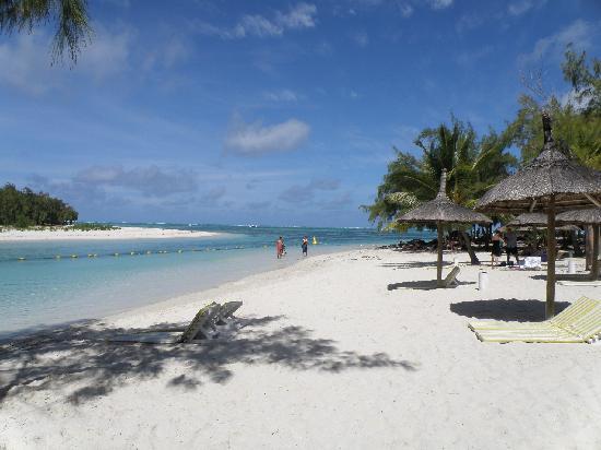 Mauritius: Resting huts along Ile Aux Cerf