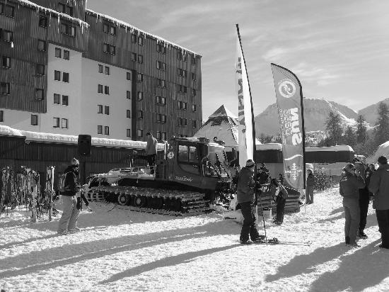 Club Med Aime la Plagne: The patio bbq and drinks including a disco on the piste basher!