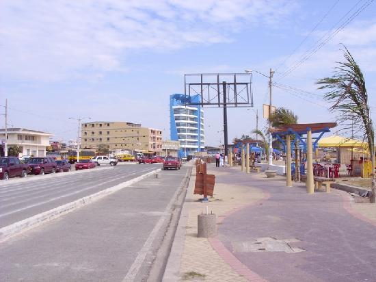 General Villamil Beach: mejoras en el malecon de palyas