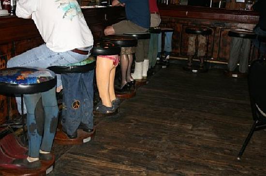 Rivershack Tavern: Bar stools at the bar!