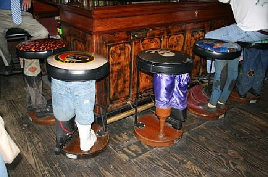 Rivershack Tavern: Bar stools at the bar!