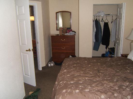TownePlace Suites Burlington Williston: master bedroom