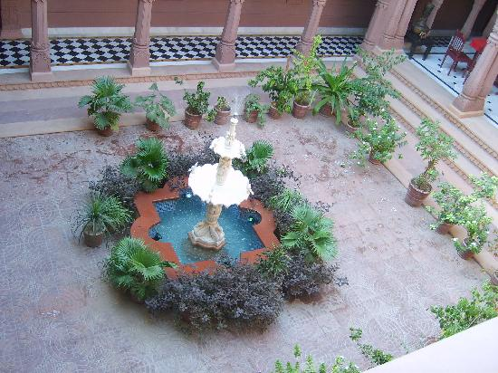 Heritage Kuchaman : Looking down from the restaurant
