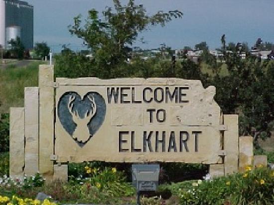 Elkhart Ks ホィッスルストップ公園のモニュメント