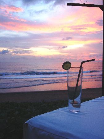 The Samaya Bali Seminyak : Sunset with a Long Island Tea at The Samaya