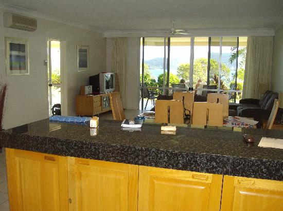 Lagoon Lodge: lounge, looking from the kitchen