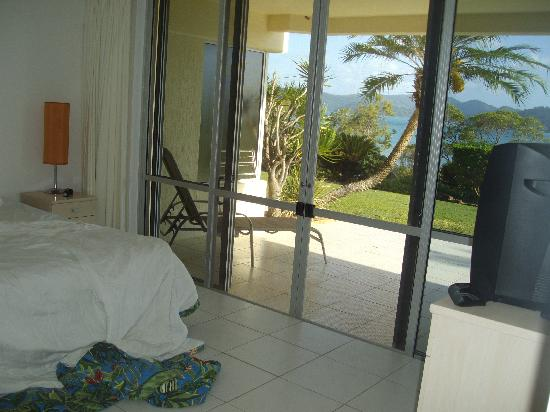 Lagoon Lodge: main bedbroon, king size bed with ensuite