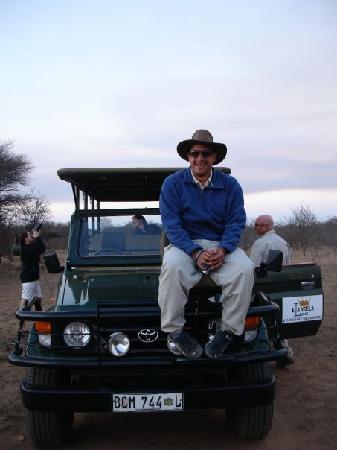 Elandela Private Game Reserve: En el jeap con el que haciamos los safaris (con el gorro de Rocco). De noche mejor no bajarse