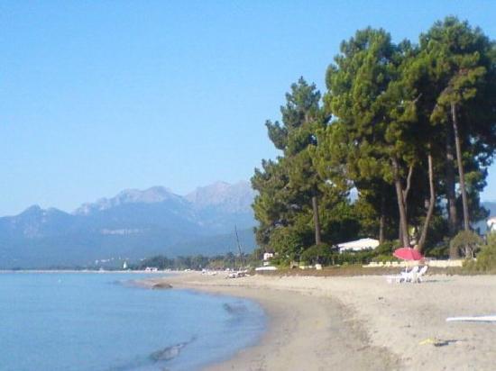 Marina d`Erba Rossa : plage le matin a 9heures
