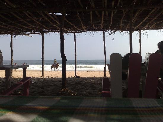Tres Marias Restaurant-Bar & Club de Ski : The beach and palapa