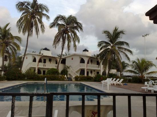 Tres Marias Restaurant-Bar & Club de Ski : The pool and small hotel