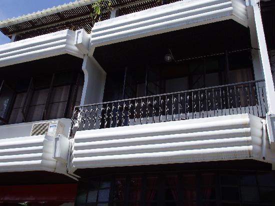 Micasa Guesthouse: 2階のバルコニー