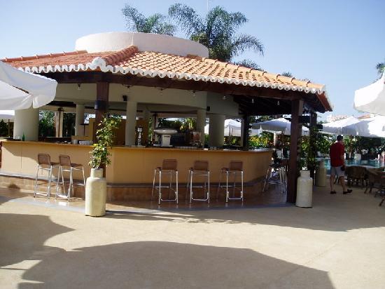 The Residence: pool bar