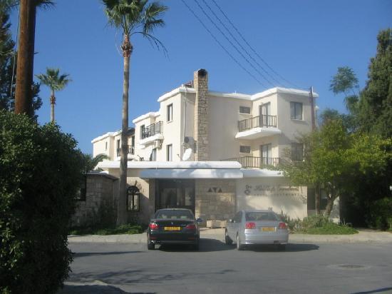 Hilltop Gardens Hotel Apartments: main enterance