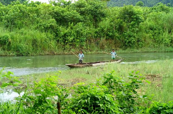 Gaida Wildlife Camp: rapti river near gaida