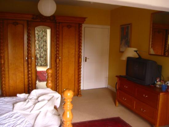 Inchgrove House: Habitación - cama