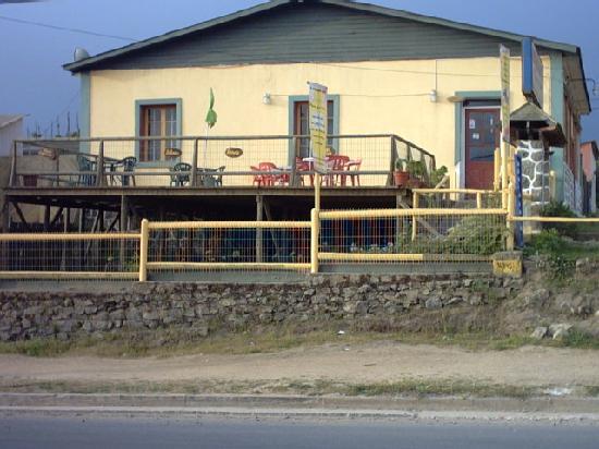 El Tabo, Chili : Amplia terraza para admirar el mar, mientras se deleita uno, con cosas ricas