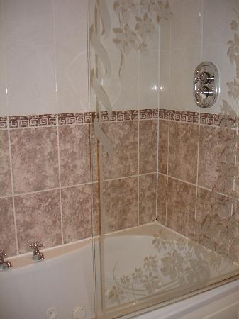 Brook Meadow Hotel: Nice whirlpool bath