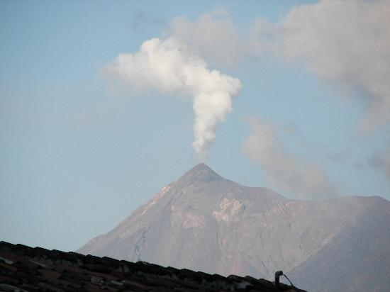 Cafe El Gringo Chapin: Fuego Volcanoe