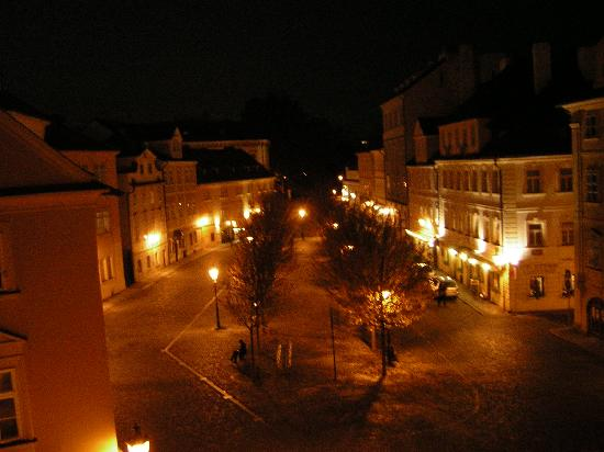 Hotel U Jezulatka: Night View of Square in Front of Hotel