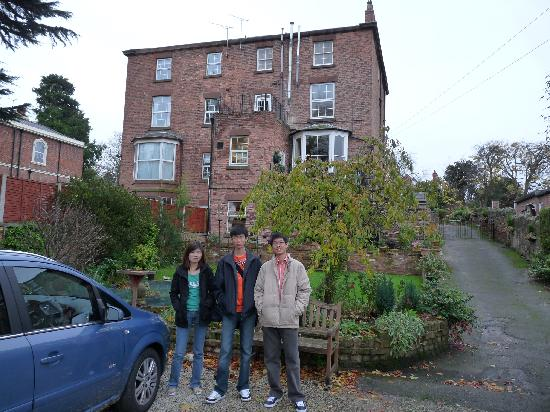Homeleigh Guest House: Parking at the back