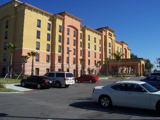 Hampton Inn & Suites Orlando - South Lake Buena Vista: Hotel Exterior