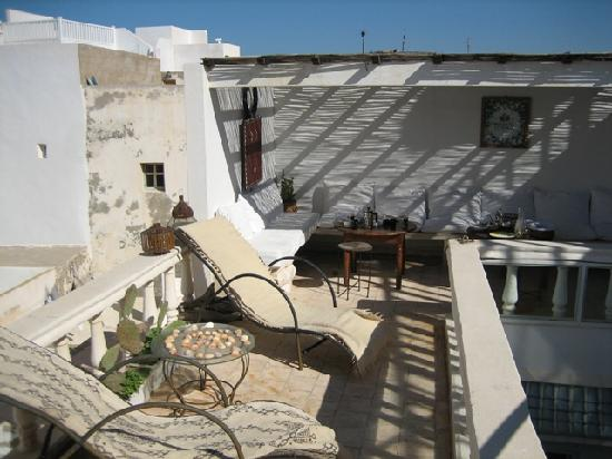 Riad Baladin : roof terrace were breakfast is served