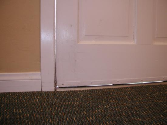 Coronado Inn: This is with the door tightly closed