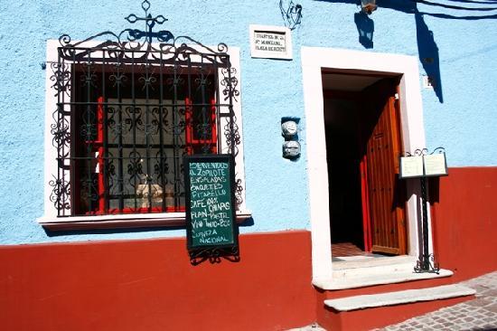 El Zopilote Mojado: restaurant/Bar