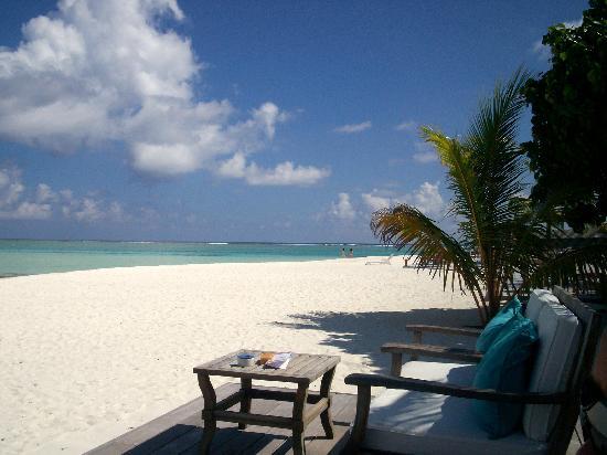 Hulhule Island Hotel: Meeru Beach