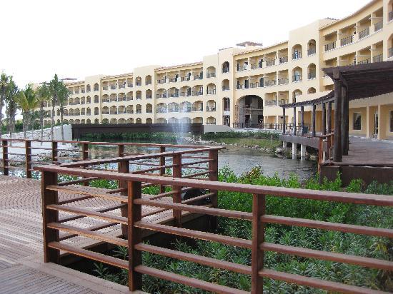 Hacienda Tres Rios: View of resort with river