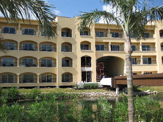 Hacienda Tres Rios: Closer view of balconies