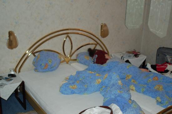 Hotel Zum Pfalzgrafen : large comfortable bed
