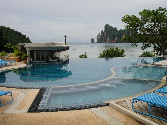PP Princess Resort: Over the infinity pool and across the bay