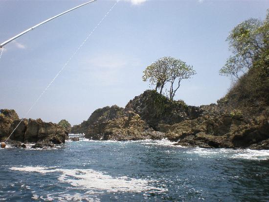Pinas Bay, Panama: Fishing the Rocks