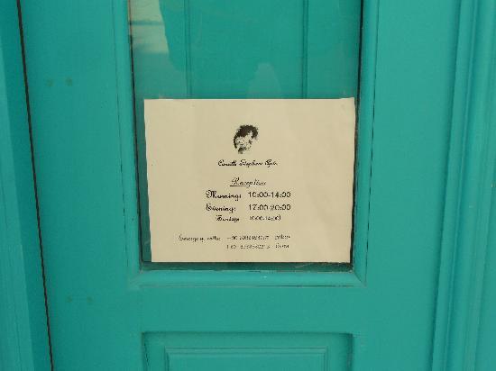 Camille Stephani Apartments : Reception CHIUSA di domenica!