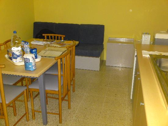 Sunseeker Holiday Complex: Kitchen/dining area