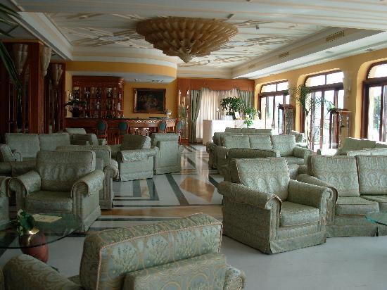Tui Sensimar Grand Hotel Nastro Azzurro: Hotel Lobby