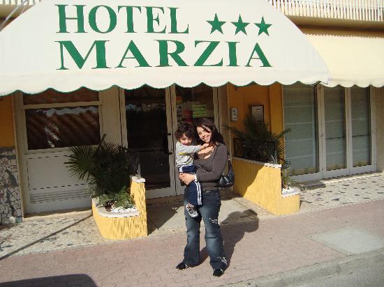 Hotel Marzia: l'esterno dell'hotel