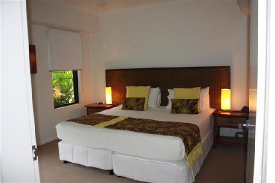 Elysium Apartments: Bedroom