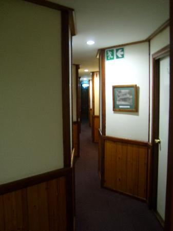 Knysna Log-Inn Hotel: Interesting coridoors!
