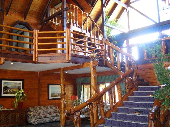 Knysna Log-Inn Hotel: Staircase