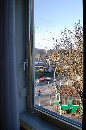 An der Wien : double vitrage de la fenêtre!!(stand à saucisses dehors)