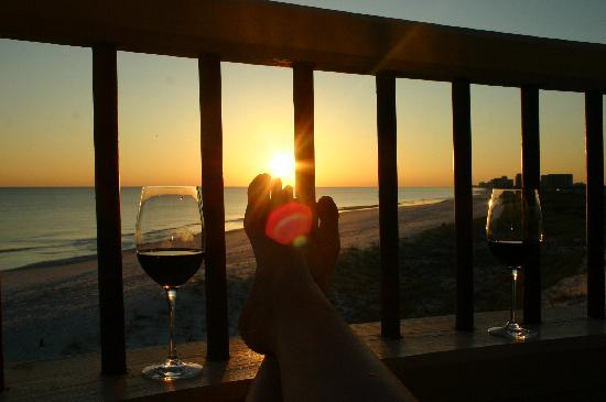 Henderson Park Inn: Enjoying wine on our porch at sunset